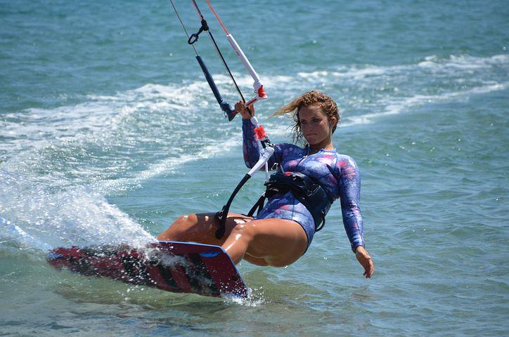 Jak wybrać dobry kurs kitesurfingu?