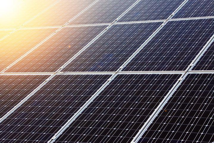 Jaki zestaw solarny na przyczepę kempingową wybrać?