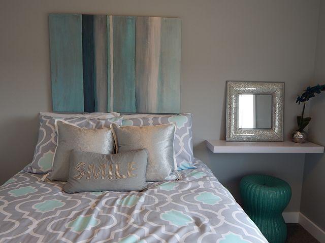 Czy ochraniacz na materac i nakładka na materac są przydatne w łóżku?
